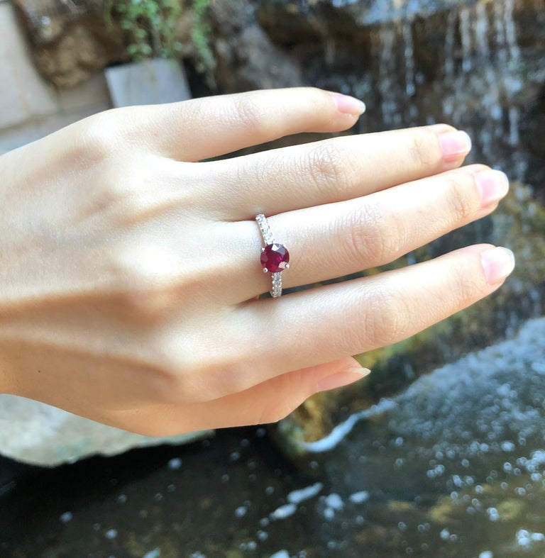 Women's Round-cut ruby with Diamond Ring Set in 18 Karat White Gold Settings For Sale