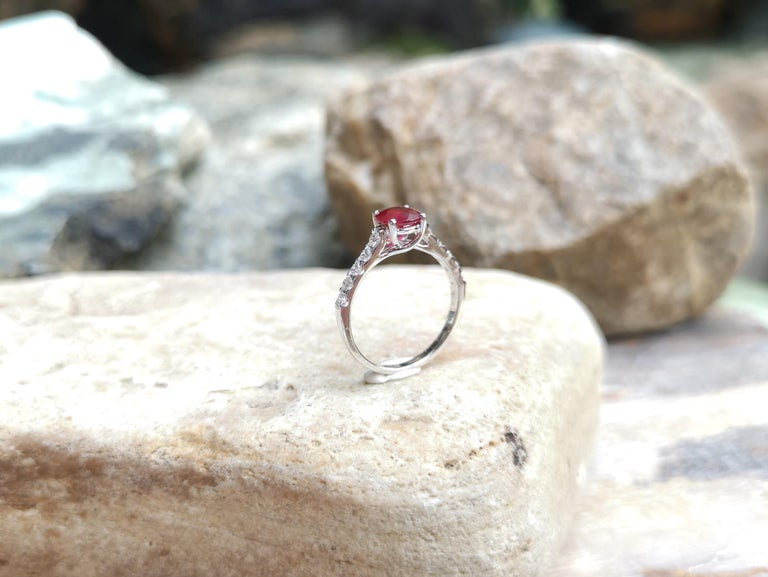 Round-cut ruby with Diamond Ring Set in 18 Karat White Gold Settings For Sale 3