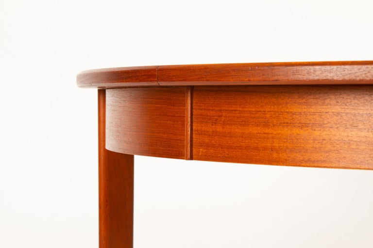 Round Danish Extendable Teak Dining Table, 1960s For Sale 5