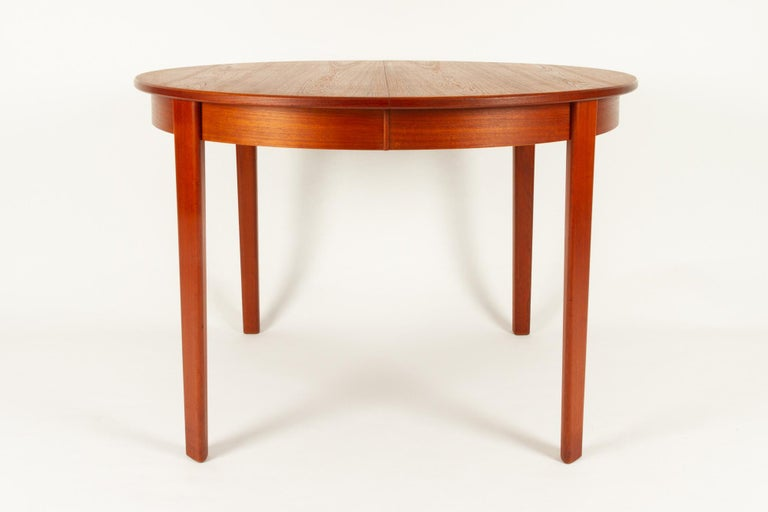 Round Danish Extendable Teak Dining Table, 1960s For Sale 6