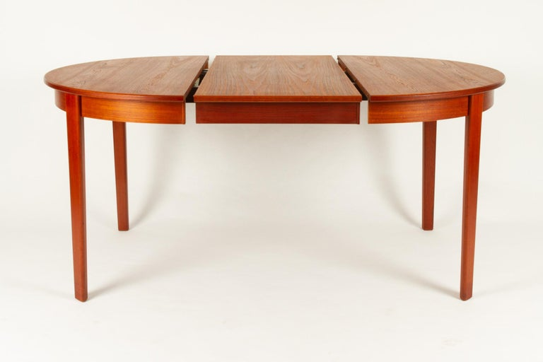 Round Danish Extendable Teak Dining Table, 1960s For Sale 7