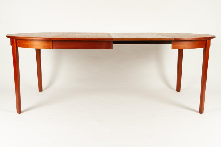 Round Danish Extendable Teak Dining Table, 1960s For Sale 8