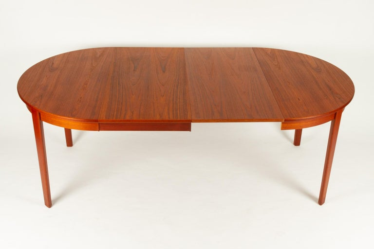 Round Danish Extendable Teak Dining Table, 1960s For Sale 9