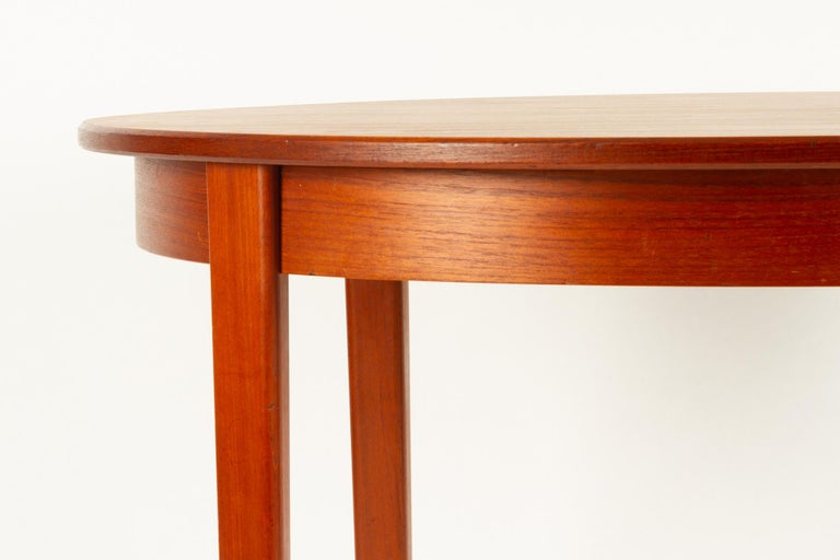 Round Danish Extendable Teak Dining Table, 1960s For Sale 11