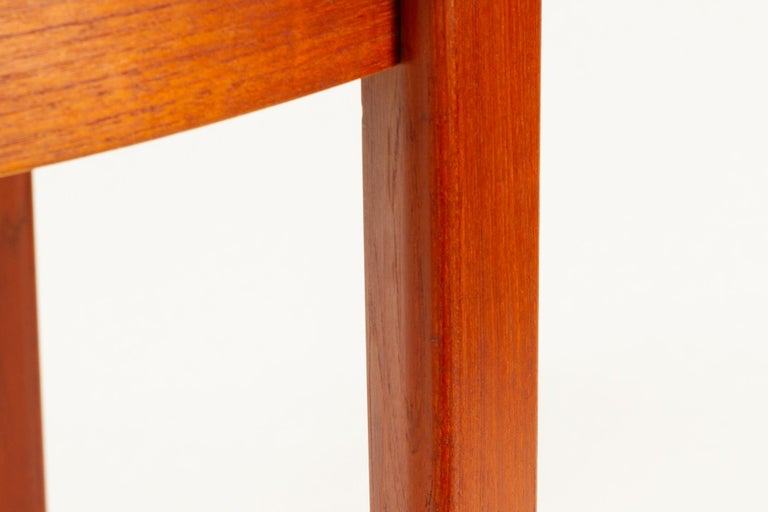 Round Danish Extendable Teak Dining Table, 1960s For Sale 12