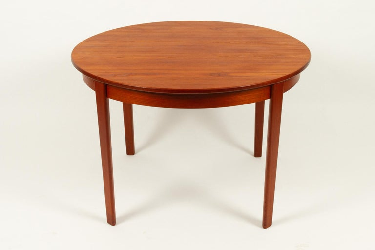 Mid-Century Modern Round Danish Extendable Teak Dining Table, 1960s For Sale