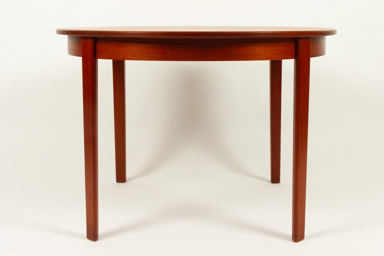 Round Danish Extendable Teak Dining Table, 1960s In Good Condition For Sale In Nibe, Nordjylland