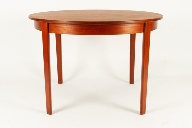 Mid-20th Century Round Danish Extendable Teak Dining Table, 1960s For Sale