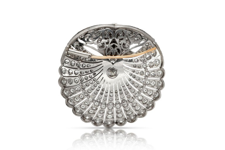 Round Diamond Brooch In Good Condition For Sale In New York, NY