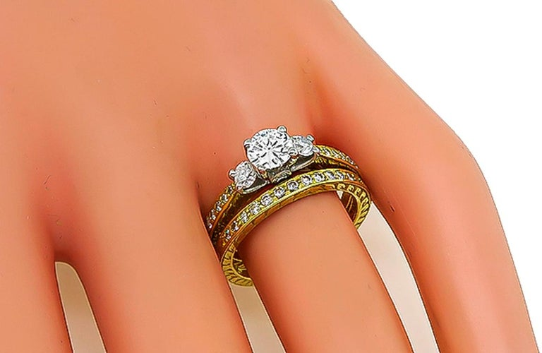 Round Cut Round Diamond Engagement Ring and Wedding Band Set For Sale