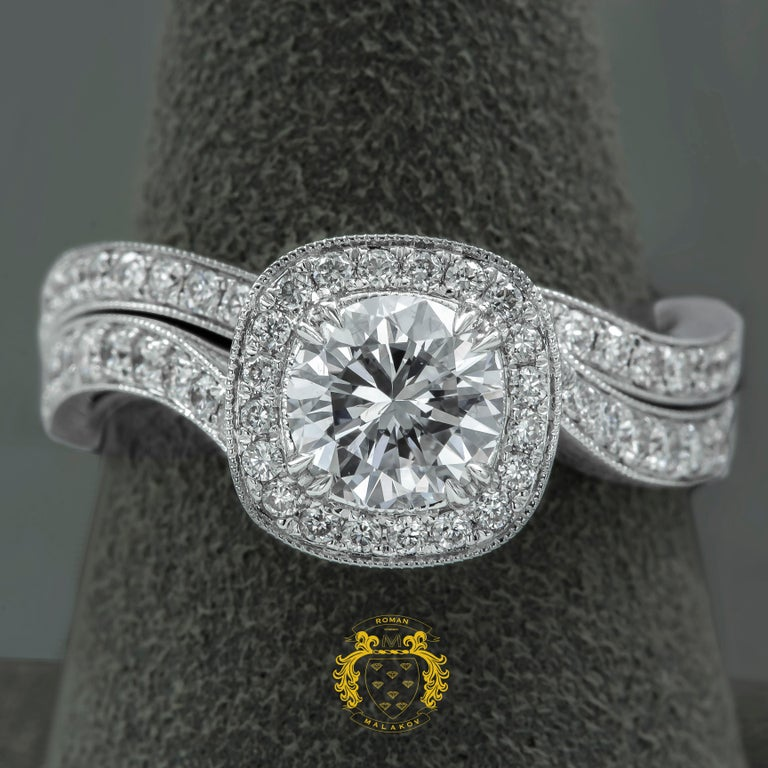 Round Cut Round Diamond Halo Engagement Ring and Wedding Band Set For Sale