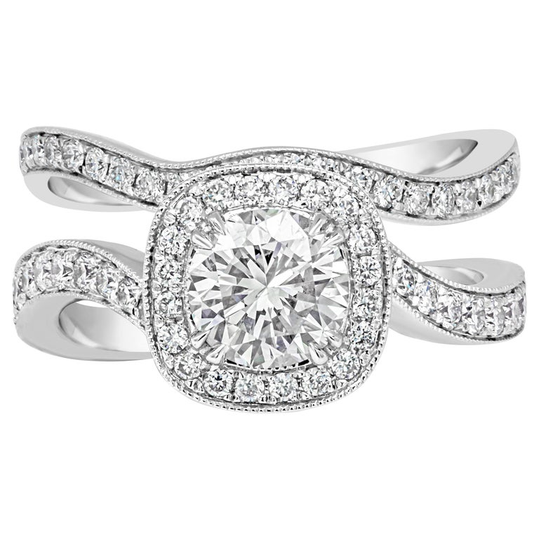 Round Diamond Halo Engagement Ring and Wedding Band Set For Sale
