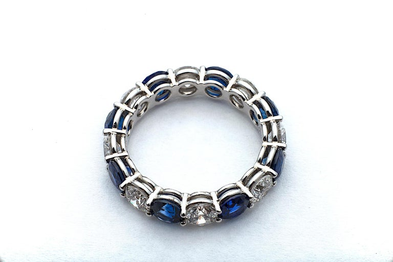 Round Diamond Sapphire and Platinum Band Ring In New Condition In Greenwich, CT