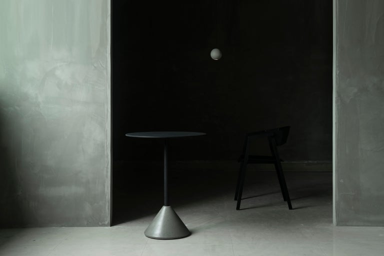 Industrial Round Dining Table 'DING' Made of Concrete and Aluminum 'White' For Sale