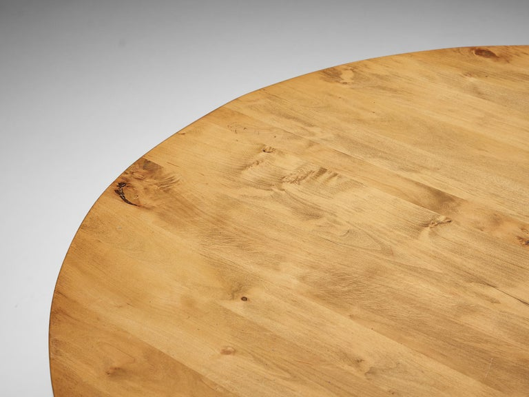 Round Dining Table in Pine In Good Condition For Sale In Waalwijk, NL