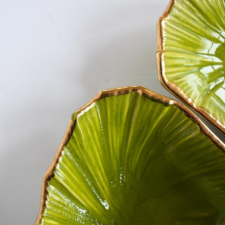 Round Green 5-Piece Lettuce Motif Chip and Dip Platter with Gold Edges, 1970s In Good Condition For Sale In Oklahoma City, OK