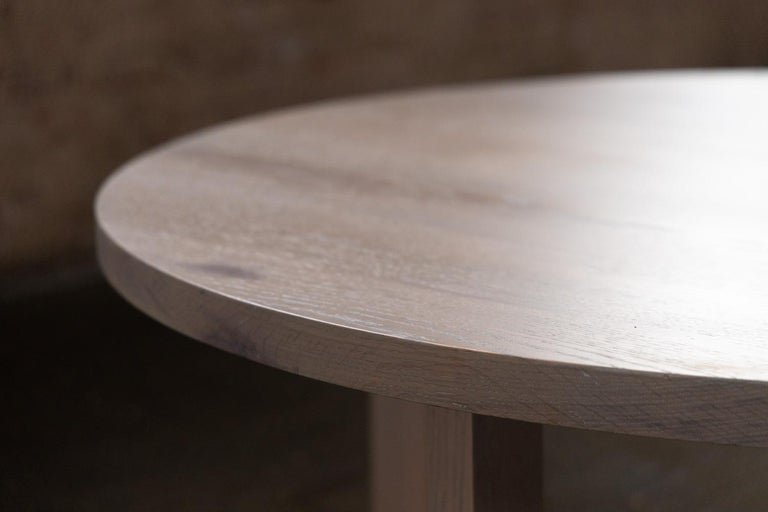 Round Grey Wood Coffee Table in Stained Urban Oak For Sale 2