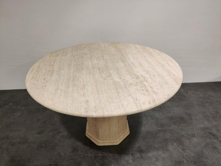 Round Italian Travertine Dining Table, 1970s In Good Condition For Sale In Neervelp, BE
