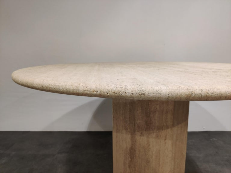 Round Italian Travertine Dining Table, 1970s For Sale 3