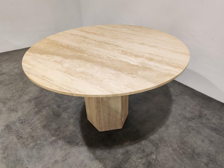 Round Italian Travertine Dining Table, 1970s For Sale 1