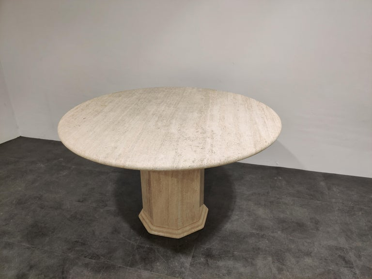 Round Italian Travertine Dining Table, 1970s For Sale 4