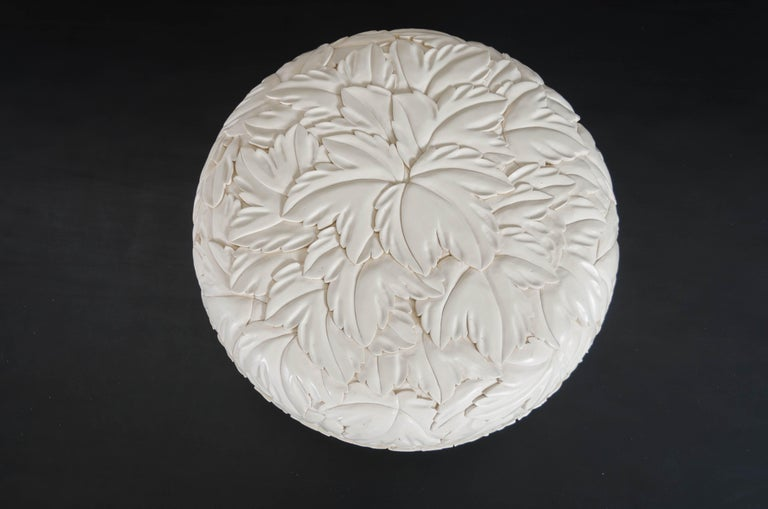 Round Leaf Design Box - Cream Lacquer by Robert Kuo, Limited Edition, in Stock In New Condition For Sale In West Hollywood, CA