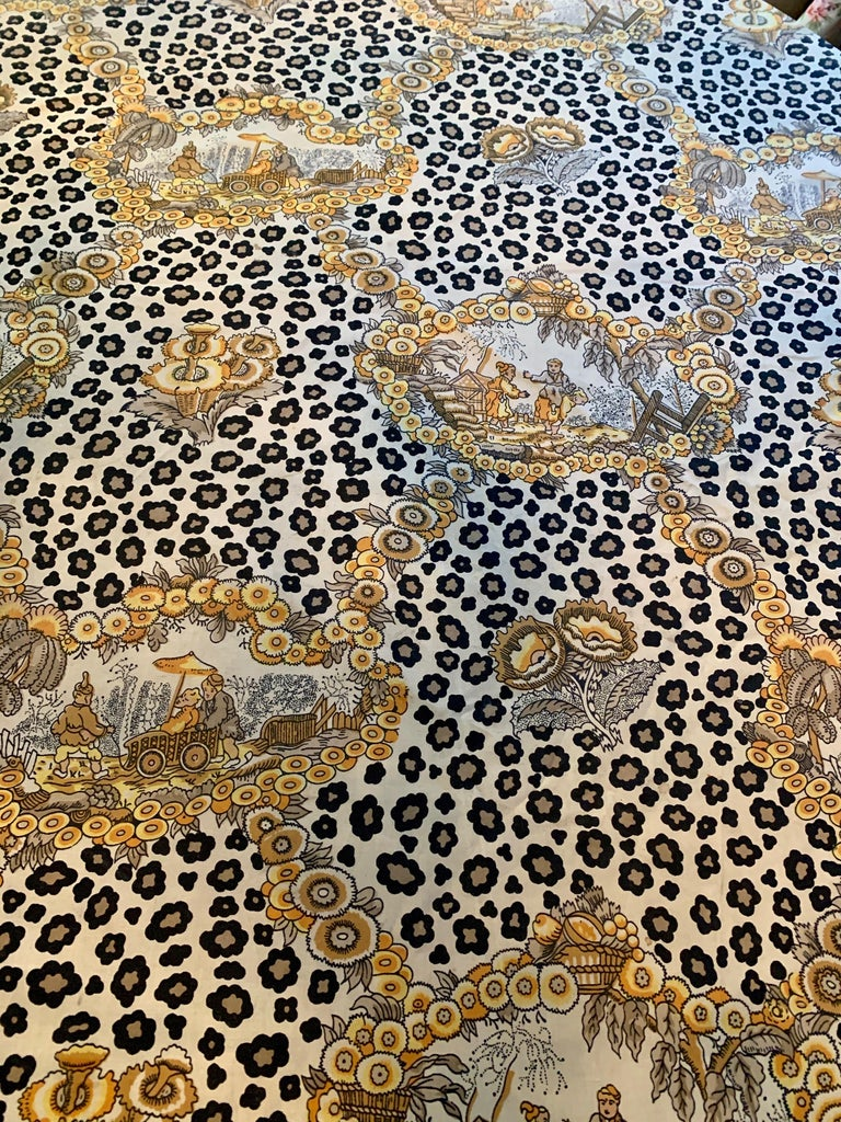Round Leopard and Chinoiserie Tablecloth In Good Condition For Sale In Los Angeles, CA