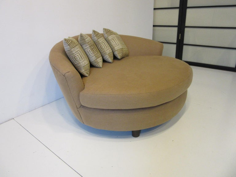 Mid-Century Modern Round Lounger / Sofa Chair in the Style of Baughman / Pearsall For Sale