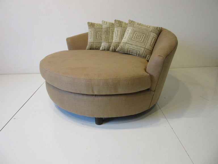 American Round Lounger / Sofa Chair in the Style of Baughman / Pearsall For Sale
