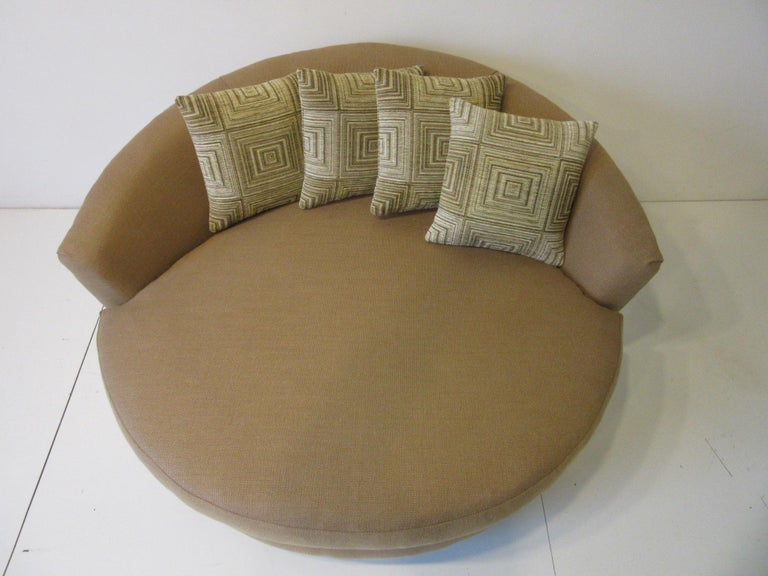 Round Lounger / Sofa Chair in the Style of Baughman / Pearsall In Good Condition For Sale In Cincinnati, OH