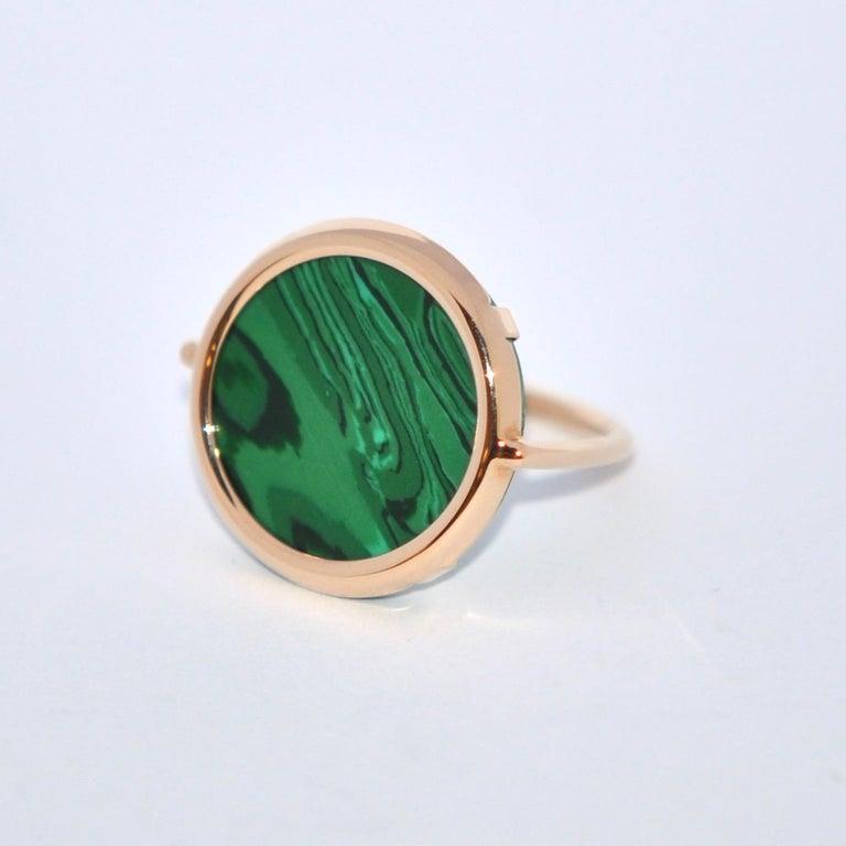 Women's or Men's Round Malachite and Rose Gold 18 Karat Fashion Ring For Sale