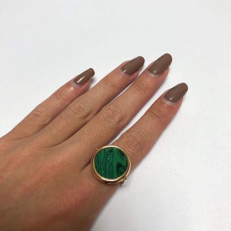 Round Malachite and Rose Gold 18 Karat Fashion Ring For Sale 1