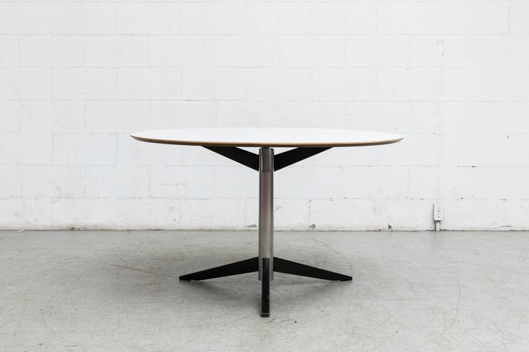 Mid-Century Modern Round Martin Visser Dining Table For Sale