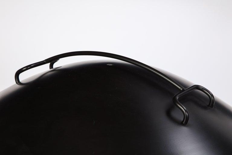 Round Metal Desk Lamp in Black, Modern For Sale 3