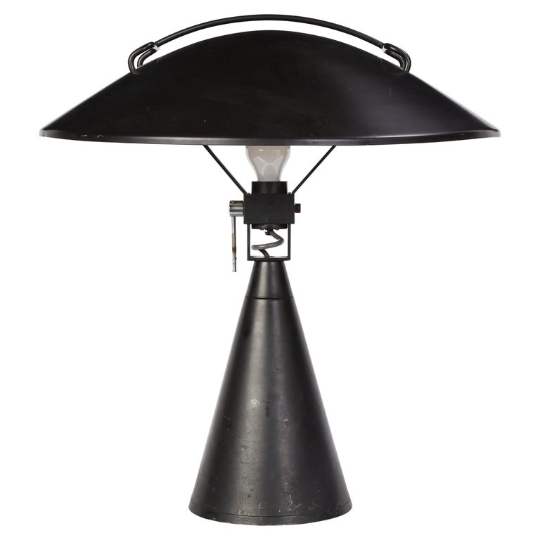 Round Metal Desk Lamp in Black, Modern For Sale