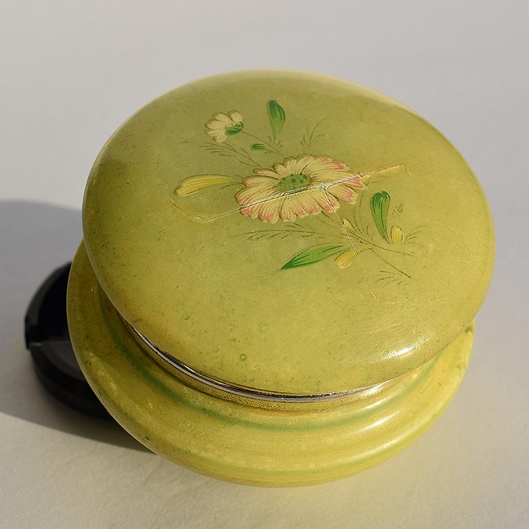 A beautiful midcentury circular round green Italian alabaster hinged trinket box. A soft honed stone storage jar with a lid in a green almost jade-like color. The shape is circular with a gold metal hinge and alabaster top which opens to reveal the
