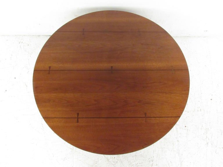Round Mid-Century Modern Coffee Table by Lane Furniture In Good Condition For Sale In Brooklyn, NY