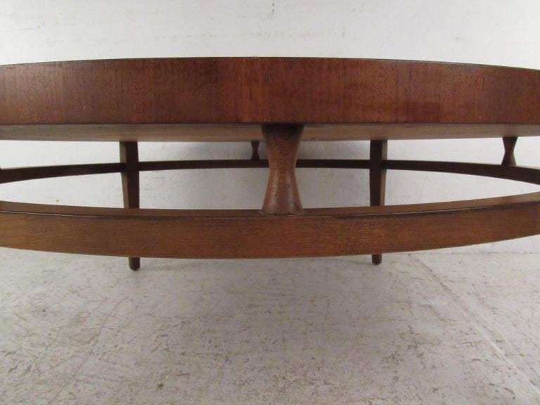 Round Mid-Century Modern Coffee Table by Lane Furniture For Sale 3