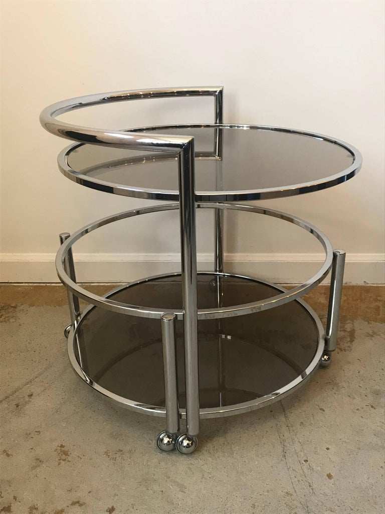 20th Century Round Mid-Century Two-Tier Expandable Chrome & Smoke Glass Side or Coffee Table For Sale