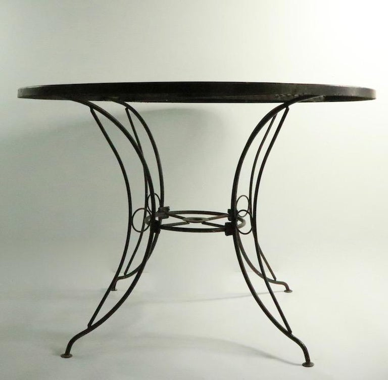 Round Mid Century Patio Garden Table Attributed to Woodard In Good Condition For Sale In New York, NY