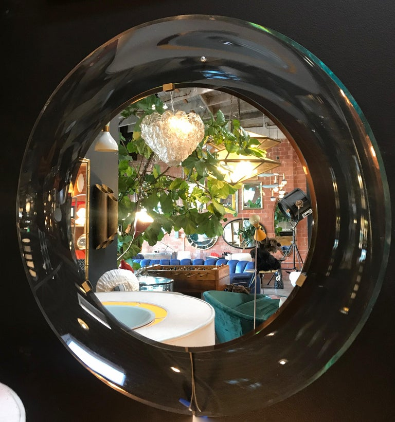 Fontana Arte pale transparent shallow concave dish mirror designed by Max Ingrand. A round wall mirror by Max Ingrand for Fontana Arte, Italy. This model '1669' mirror from the 1960s has beveled glass.