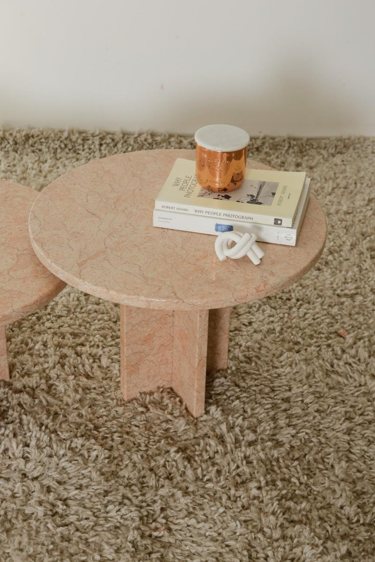 Round Nesting Table in Oriental Pink Marble In Good Condition For Sale In Armonk, NY