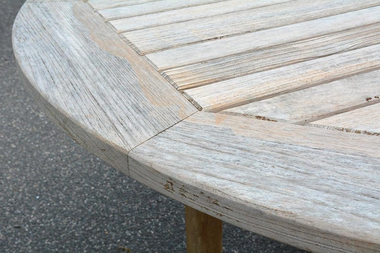 Round Outdoor Patio Teak Wood Dining Table In Good Condition For Sale In Great Barrington, MA