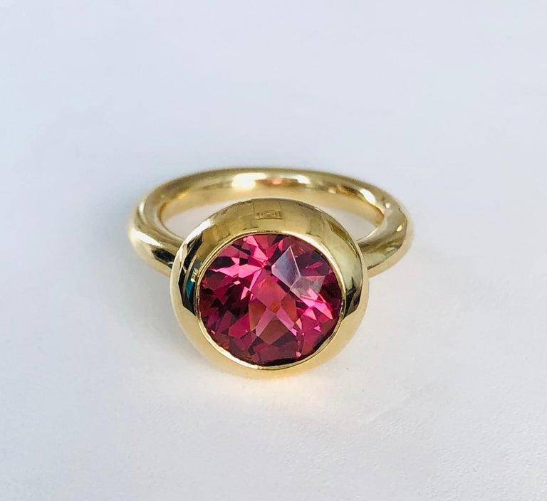 Modern 18 Karat Yellow Gold Round Pink Tourmaline Ring For Sale