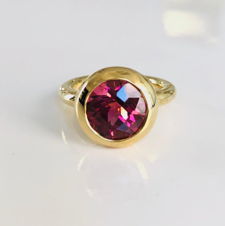 18 Karat Yellow Gold Round Pink Tourmaline Ring In New Condition For Sale In New York, NY