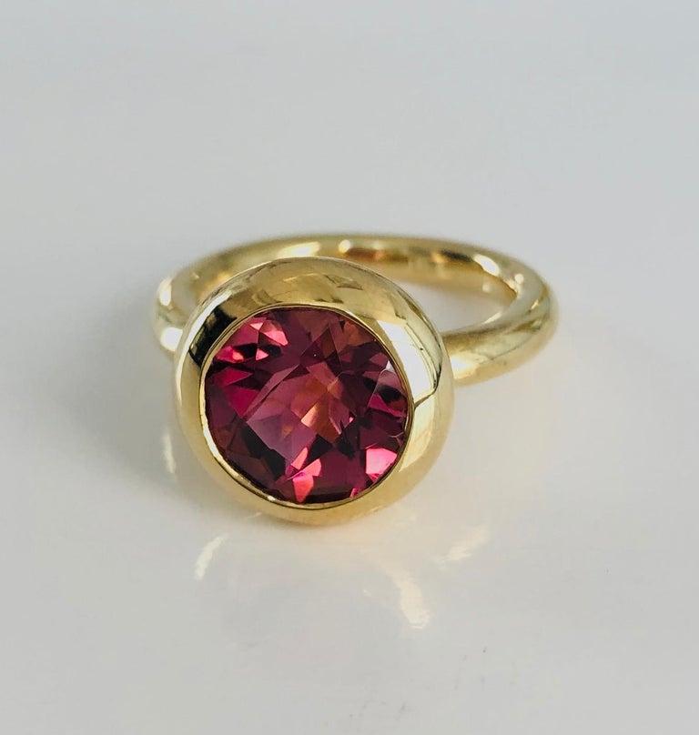 Women's 18 Karat Yellow Gold Round Pink Tourmaline Ring For Sale