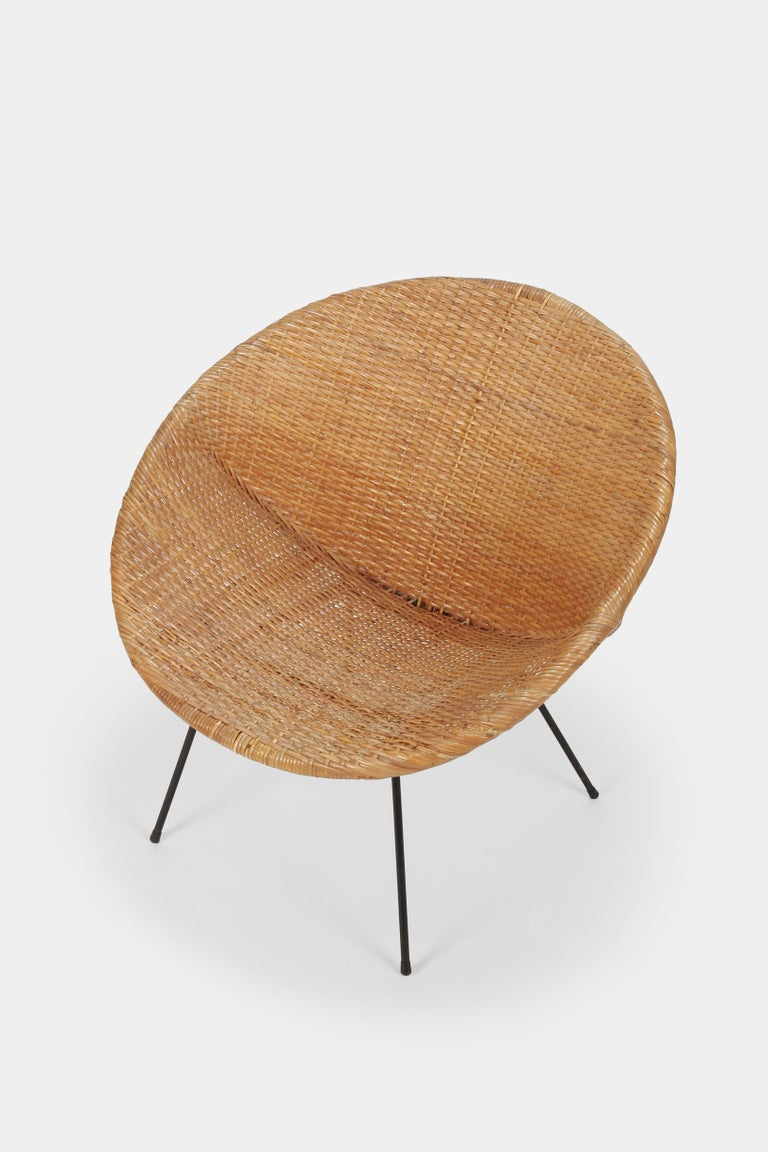 A stylish rattan round chair from the 1950s made in France. Solid iron frame. Completely restored, in good condition and very comfortable.