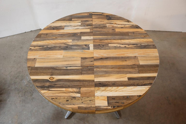 Round Reclaimed Wood Extension Dining Table In Good Condition For Sale In Los Angeles, CA