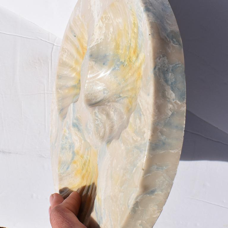 Round Resin Stone Seashell Decorative Dish In Good Condition For Sale In Oklahoma City, OK