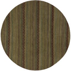 Round Rug with Stripes and Traditional Modern Style